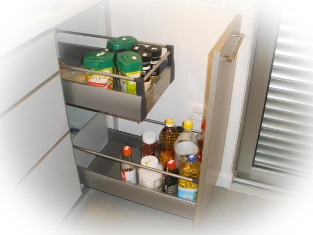 פרזול פנימי: מטבח דלת כפולה וטריקה שקטנה