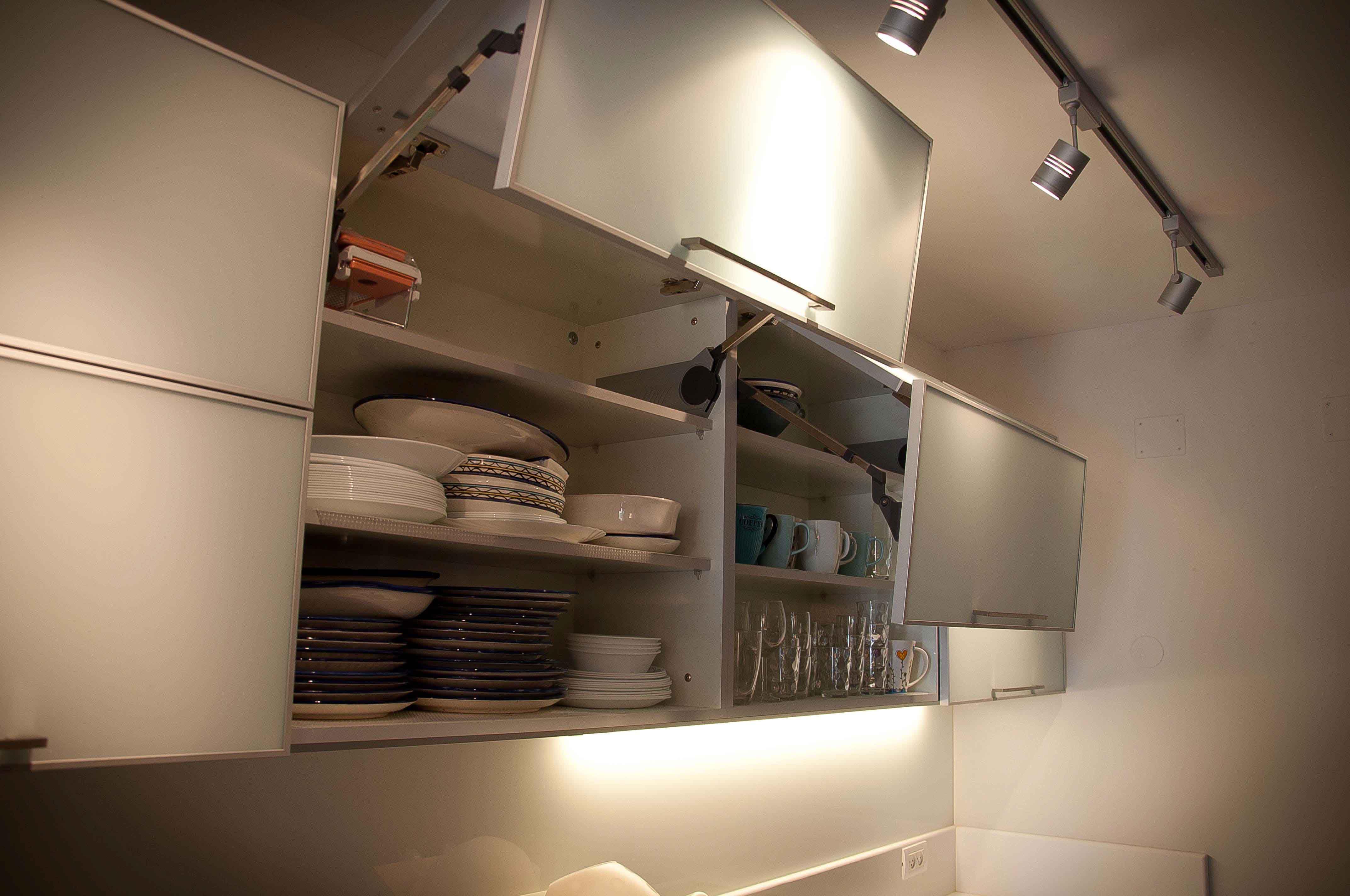 פרזול פנימי: קלאפה למטבח: ארון עליון